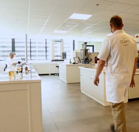 Un Polo Enologico nel cuore del reparto R&S dell'azienda Diam Bouchage.